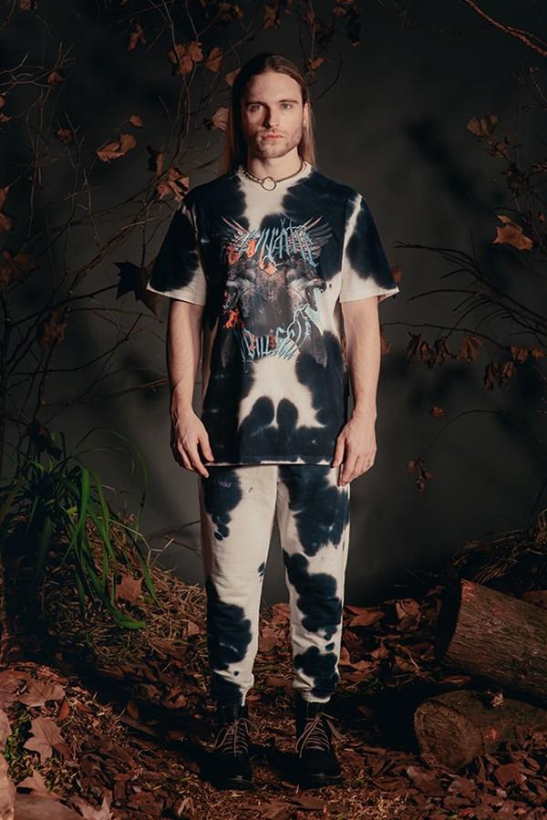 Camiseta Bold Approve Animals Wolf Tie Dye Branca e Preto