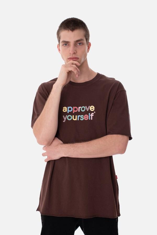 Camiseta Regular Approve Yourself Comic Marrom