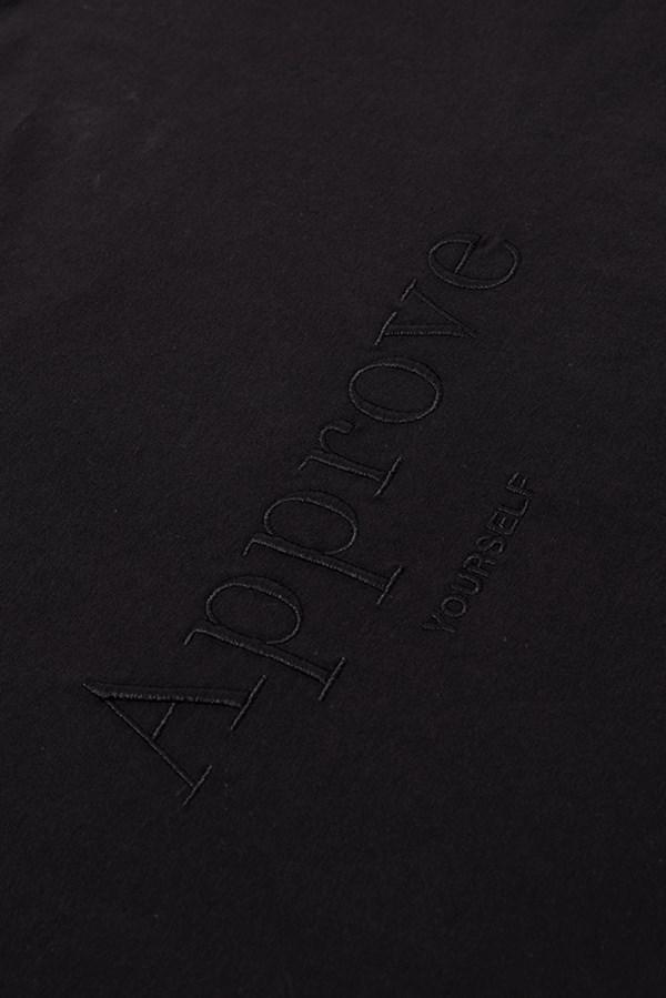 Cropped Bold Approve Monochromatic Preto